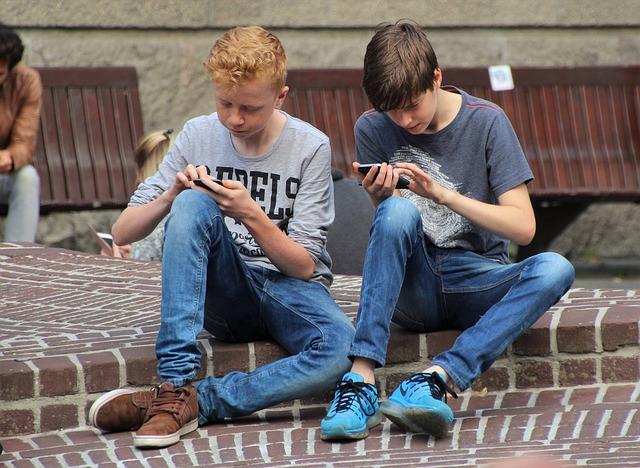 Encuesta: uno de cada cuatro niños ha jugado Fortnite durante las clases en la escuela