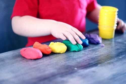Con el método Montessori los niños no hacen lo que quieren, sino quieren lo que hacen