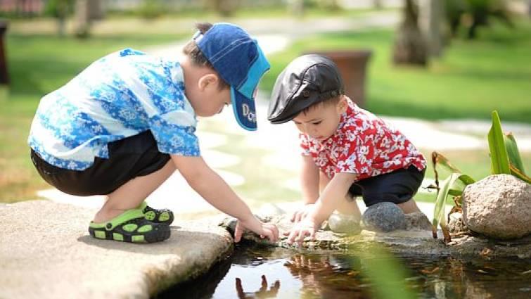Cómo aplicar la pedagogía Montessori para jugar con los niños este verano