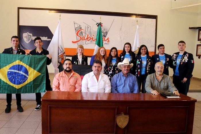 Estudiantes Montessori participan en programa de intercambio cultural