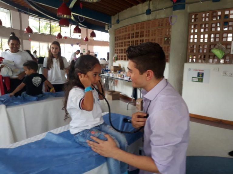 Medellín: Colegio Montessori brindará atención en salud a 80 niños de Villatina