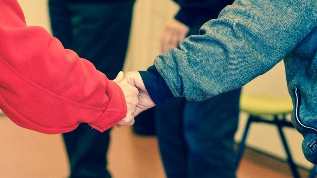 Tu guía Montessori habla de la no violencia y la paz en las escuelas